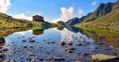 Area vacanze Rio Pusteria – Escursione mattutina con colazione con vista al rifugio Lago della Pausa a Terento